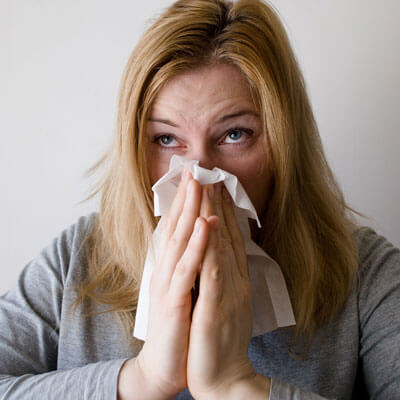woman-allergies